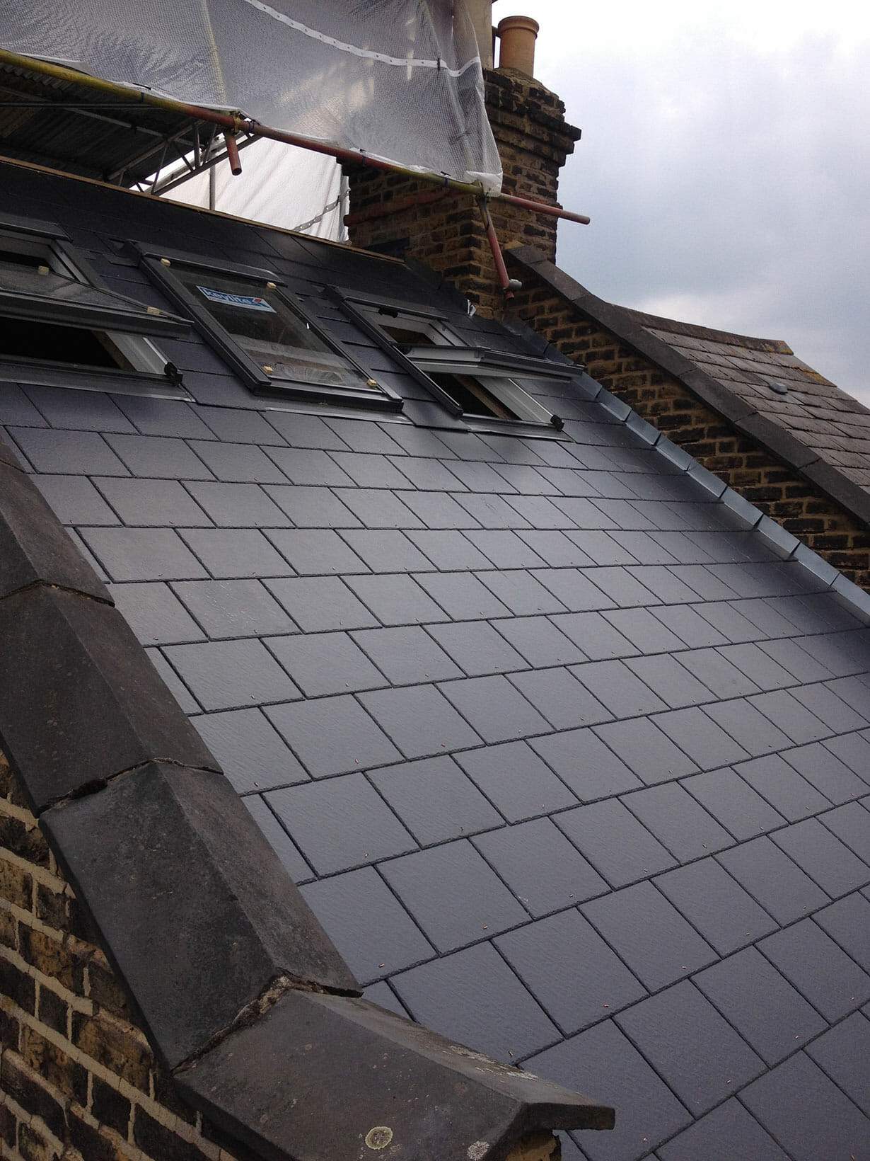 Skylights and roofing tiles